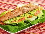 Рецепта Сандвич за ценители със сьомга и авокадо
